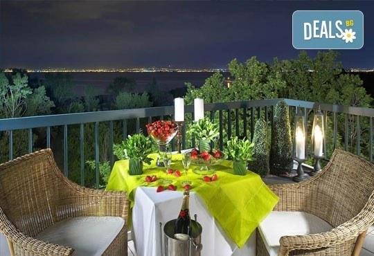Last Minute! Отпразнувайте идването на 2016 година в Sun Beach Hotel 4*, Солун, Гърция! 2/3 нощувки, закуски, вечери, галавечеря - Снимка 1
