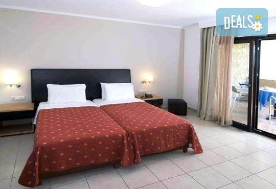 От май до септември 2016 в Lagomandra Beach Hotel 4*, Халкидики: 4 или 5 нощувки в двойна супериор стая, със закуски и вечери! - Снимка 4
