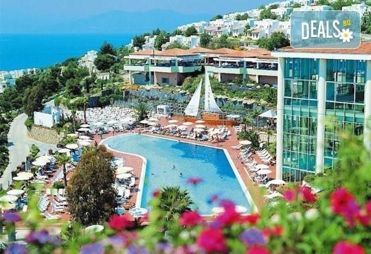 Майски и Великденски празници в Кушадасъ в Pine Bay Holiday Resort5*! 5 нощувки, All Inclusive, възможност за транспорт! - Снимка 1