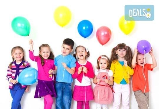 Детски рожден ден с празнична украса, аниматор за децата и храни и напитки в Детски парти клуб Звездички! - Снимка 1