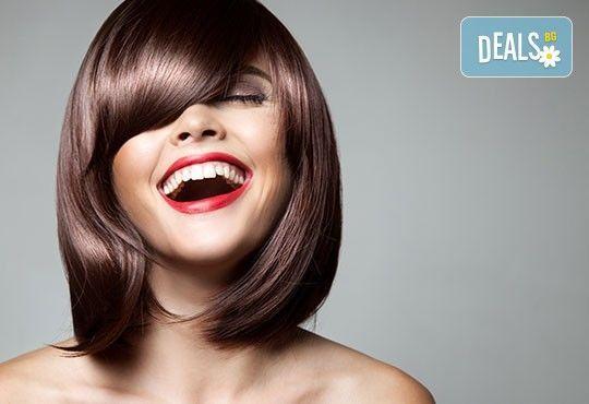 Подстригване + подхранваща терапия с продукти на L'Oreal и прическа със сешоар в Салон за красота Swarovski - Снимка 3