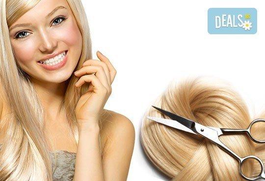 Подстригване + подхранваща терапия с продукти на L'Oreal и прическа със сешоар в Салон за красота Swarovski - Снимка 1