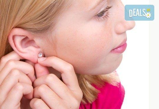 Бъдете в крак с модата! Пробиване на уши и подарък: медицински обеци висок клас с различни форми и цвят в салон Flowers! - Снимка 1