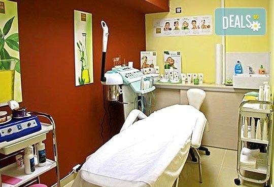 3 антицелулитни масажа на цели крака и седалище и подарък: масаж на гръб от студио за красота Долче Вита! - Снимка 5