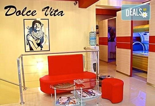 3 антицелулитни масажа на цели крака и седалище и подарък: масаж на гръб от студио за красота Долче Вита! - Снимка 6