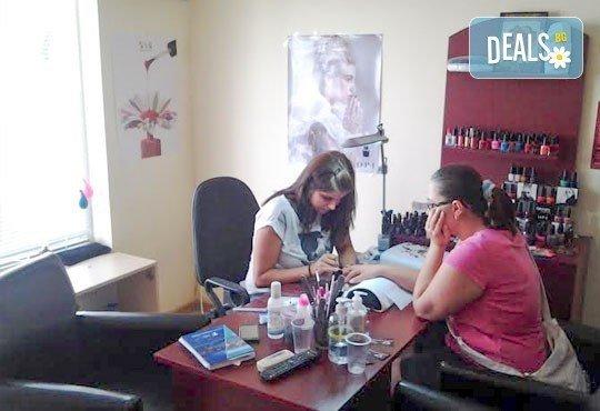 Бъдете стилни! Масажно измиване, постригване, оформяне със сешоар и подарък: оформяне на плитка в салон Angelica Beauty! - Снимка 5