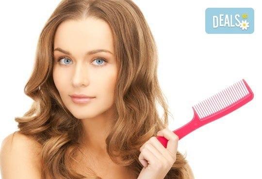 Нова година - нова прическа! Подстригване, нанасяне на подхранваща маска и подсушаване в салон за красота Виктория! - Снимка 1
