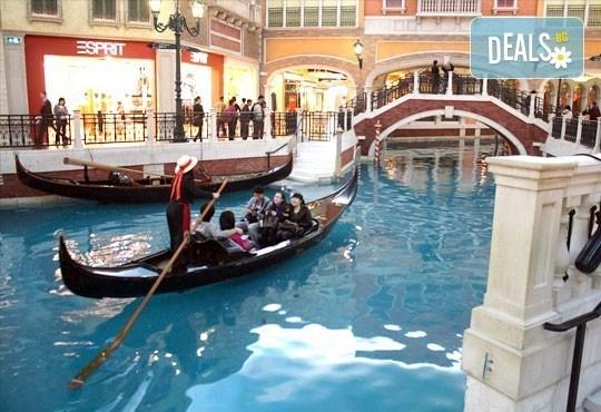 Венецианска атмосфера в Истанбул за Деня на влюбените! 2 нощувки 3* или 4*, закуски, транспорт и посещение на Outlet Via Port Venecia! - Снимка 2