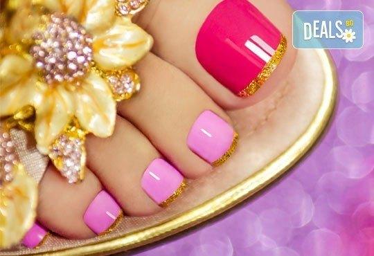 Подарете на ноктите си нежна терапия и свеж цвят! Медицински педикюр и лакиране в цвят по избор в козметично студио VG - Снимка 1