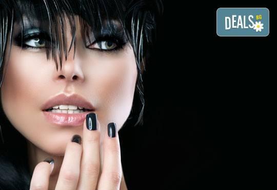 Покажете класа и стил! Подарете си класически маникюр с лак SNB в салон за красота Виктория! - Снимка 2