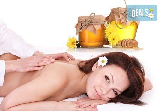 40 минутен лечебен и детоксикиращ масаж на гръб с чист пчелен мед в Йога и масажи Айя! - Снимка 1