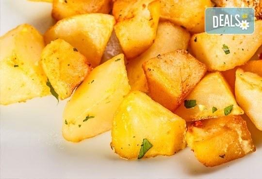 Меню за гости (10-12 човека): салата, свински бут, зеленчуци, печени картофи и домашна питка от кулинарна работилница Деличи ! - Снимка 3