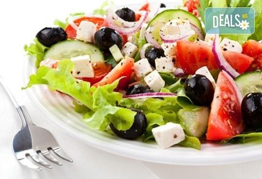 Меню за гости (10-12 човека): салата, свински бут, зеленчуци, печени картофи и домашна питка от кулинарна работилница Деличи ! - Снимка 2