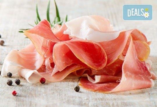90 броя хапки с ароматен крем и пушена сьомга, прошуто, моцарела и чери домати и френски сирена от Топ Кет Кетъринг! - Снимка 3
