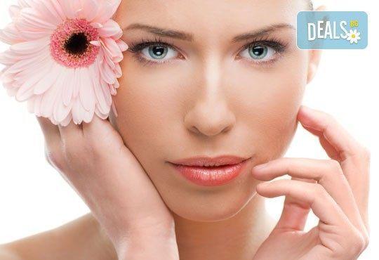 Кожа без несъвършенства! Дълбоко почистването на лице и бонус: почистване на вежди или горна устна в салон Елеганс! - Снимка 1