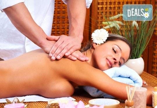 Неповторимо ароматно изживяване! Тонизиращ арома масаж на гръб, кръст и врат с лечебни масла в център за масажи Шоколад! - Снимка 3