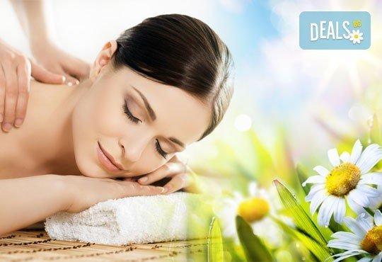 Неповторимо ароматно изживяване! Тонизиращ арома масаж на гръб, кръст и врат с лечебни масла в център за масажи Шоколад! - Снимка 1