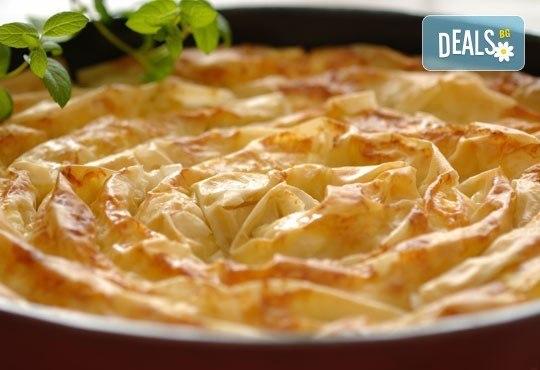 Вкусен традиционен зелник от Работилница за вкусотии РАВИ! Хапнете 1 или 2 килограма зелник по домашна българска рецепта - Снимка 2