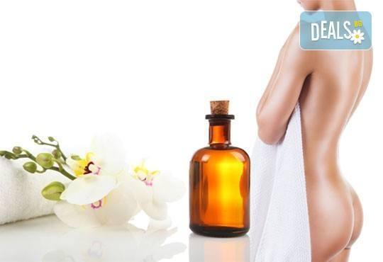 Кожа без целулит! 30-минутен антицелулитен масаж със силно загряващи масла на зони по избор в център за масажи Шоколад! - Снимка 1