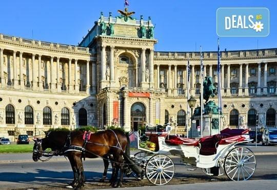 Романтична екскурзия за Свети Валентин до Виена, Австрия! 2 нощувки със закуски, самолетен билет и летищни такси! - Снимка 5