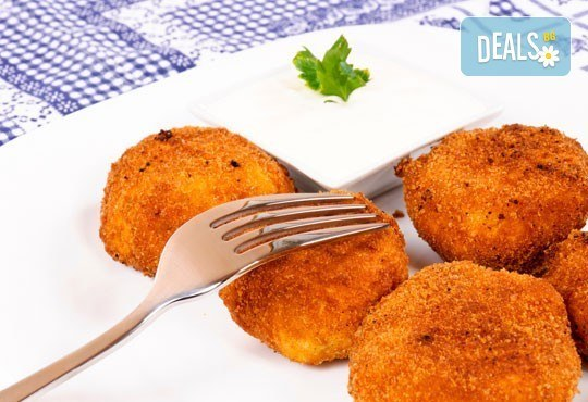 Килограм вкусни панирани хапки - пиле пане, кашкавалчета пане и свински мариновани хапки на скара в ресторант Balito - Снимка 3