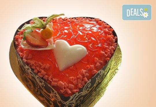 За празника на любовта! Торта Червено сърце, с която да кажете Обичам те! от Сладкарница Орхидея - Снимка 1