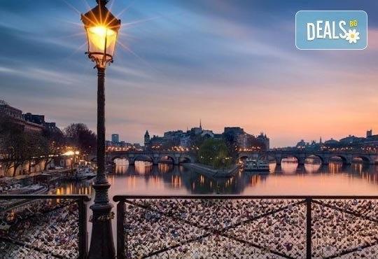 Приказна екскурзия за Свети Валентин до Париж! 3 нощувки със закуски на човек в хотел 3*, самолетен билет и екскурзовод - Снимка 8