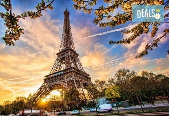 Приказна екскурзия за Свети Валентин до Париж! 3 нощувки със закуски на човек в хотел 3*, самолетен билет и екскурзовод - Снимка 2