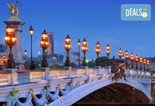 Приказна екскурзия за Свети Валентин до Париж! 3 нощувки със закуски на човек в хотел 3*, самолетен билет и екскурзовод - Снимка 10