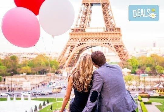 Приказна екскурзия за Свети Валентин до Париж! 3 нощувки със закуски на човек в хотел 3*, самолетен билет и екскурзовод - Снимка 1