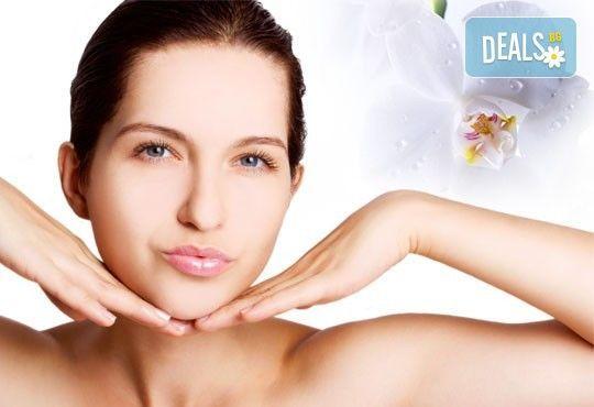 Мануално почистване на лице, дълбоко почистваща терапия, маска и крем за лице Gerard's с или без поставане на ампула от Royal Beauty Center! - Снимка 1