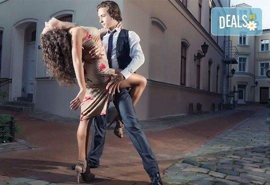 Направете първите си стъпки в най-емоциалния танц! 4 посещения на уроци по аржентинско танго в Kremena Dance Center! - Снимка 1