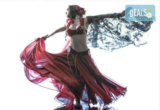 Искате да се научите да танцувате? 5 посещения на уроци по ориенталски танци в Kremena Dance Center! - Снимка 1
