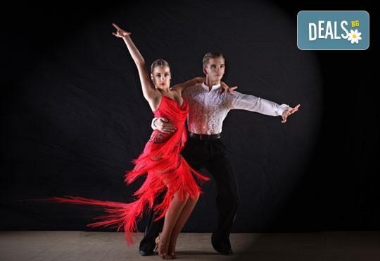 Влезте в ритъма на танца с 5 посещения на социални спортни танци в Kremena Dance Center! - Снимка 1