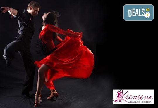 Влезте в ритъма на танца с 5 посещения на социални спортни танци в Kremena Dance Center! - Снимка 3