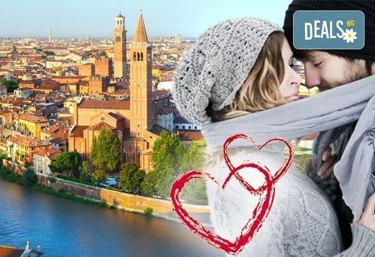 Празнувайте Свети Валентин в романтична Венеция! 2 нощувки със закуски в хотел 3*, транспорт и водач от Комфорт Травел! - Снимка 1