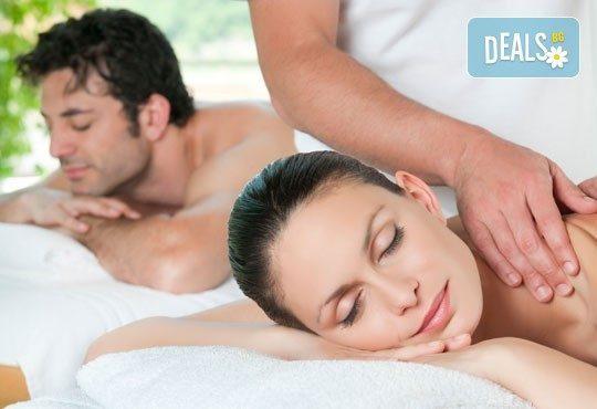 Релакс за двама! Двоен синхронен масаж 60 мин. с етерични масла от макадамия, ирис и жасмин в Medina SPA & Wellness - Снимка 3