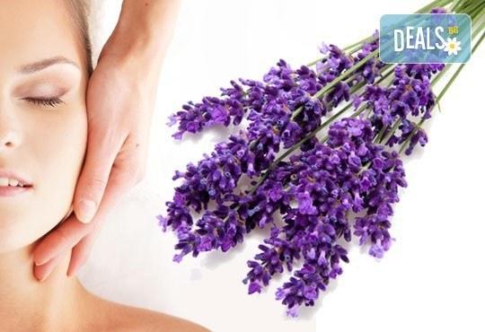Отпуснете се със 75-минутна антистрес терапия на цялото тяло с масло от лавандула в Център за здраве и красота Мотив! - Снимка 1