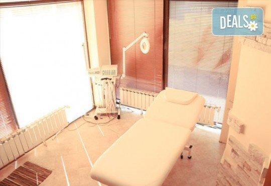 Лечебен масаж при схващания и главоболие и Бонус - масаж с магнезиев гел при болки в мускулите в център Холистик Спа - Снимка 5