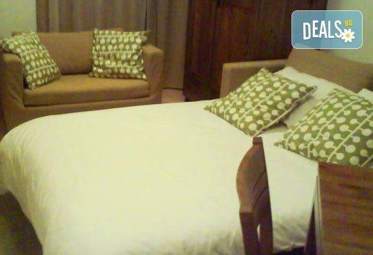Отдайте се на почивка през януари или февруари в St. John Hill Hotel, Банско! 1 нощувка със закуска и вечеря, ползване на СПА! - Снимка 4