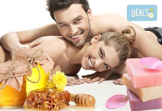 """СПА ритуал за двама """"Мед и рози""""! Два масажа на цяло тяло с масажно масло EcoSpa в център Мотив! - Снимка 1"""