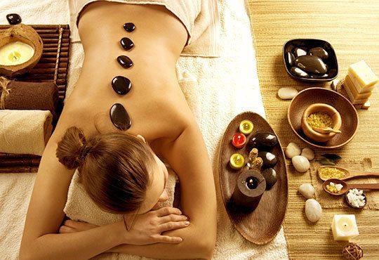 70-минутна ин-ян балансираща терапия на цяло тяло с вулканични камъни, топли етерични масла и мед в студио Full Relax! - Снимка 3