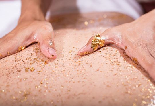 60 минутна златна терапия или Шоколадова терапия с пилинг и мануално-терапевтичен масаж на цяло тяло в студио Full Relax - Снимка 1