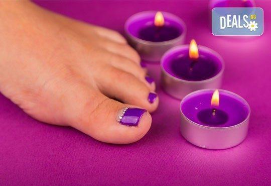 В цветовете на SNB! Арома педикюр с ароматни соли, пилинг, масаж на ходилата и декорации в Medina SPA & Wellness - Снимка 4