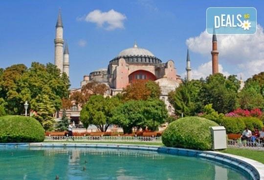 Екскурзия до Истанбул за Фестивала на лалето! 2 нощувки със закуски, транспорт и водач от Лъки Холидей! - Снимка 2
