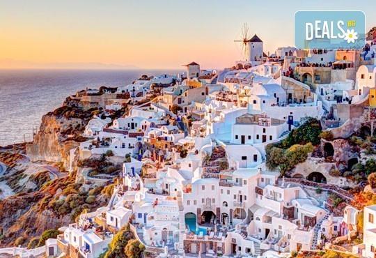 Ранни записвания за майски празници – на о. Санторини, Гърция! 4 нощувки със закуски, транспорт и фериботни такси! - Снимка 1