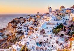 Ранни записвания за майски празници – на о. Санторини, Гърция! 4 нощувки със закуски, транспорт и фериботни такси! - Снимка