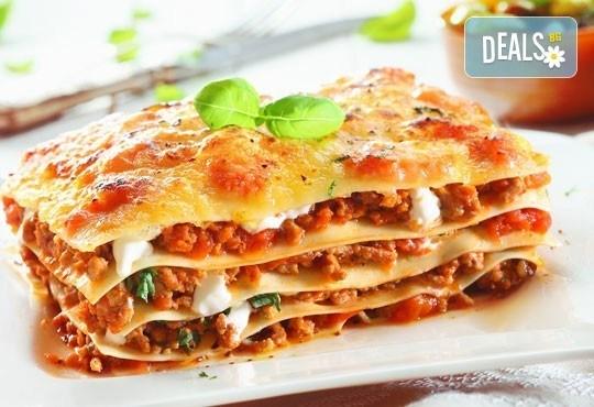 Вземете класическа лазаня, лазаня ''Прошуто'', вегетарианска лазаня или лазаня с 4 сирена от ресторант Деличи! - Снимка 1