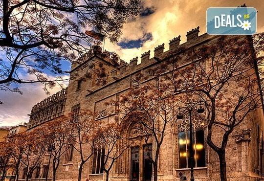 Екскурзия през март във Валенсия, ренесансовия град на Испания! 4 нощувки със закуски и самолетен билет от Сън Травел! - Снимка 11