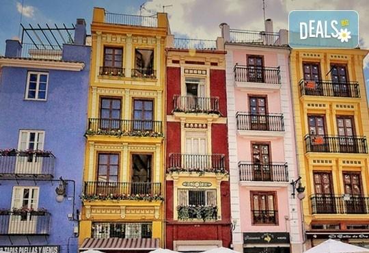 Екскурзия през март във Валенсия, ренесансовия град на Испания! 4 нощувки със закуски и самолетен билет от Сън Травел! - Снимка 2